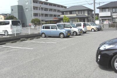 屋外駐車場.jpg