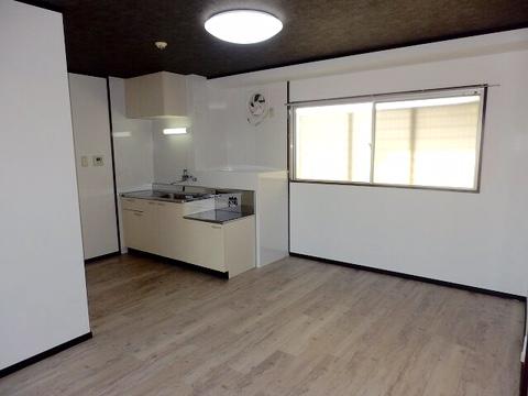 402号室キッチン.png